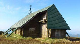 三ノ塔にある避難小屋。トイレが無いのが残念。