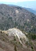 県境稜線から段木を見下ろす。