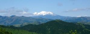 すっかりガスの晴れた御嶽山を望む。