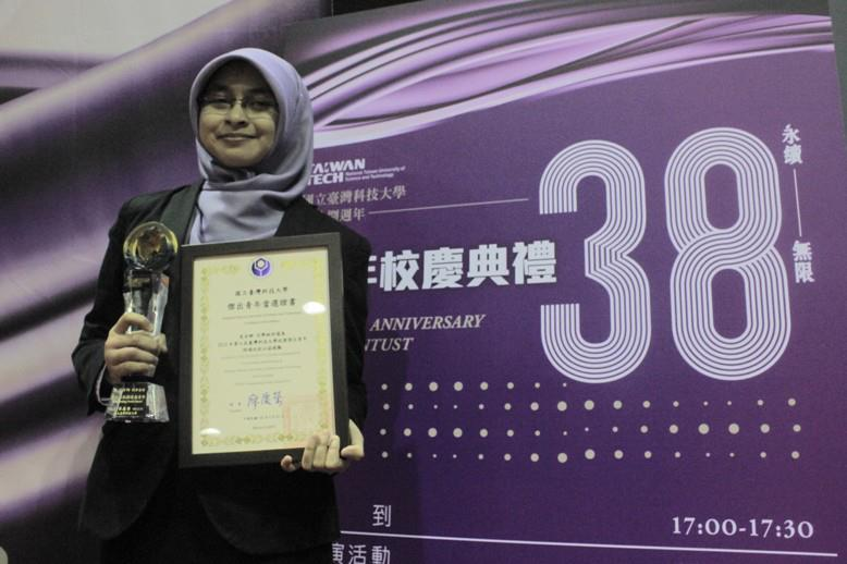 [Kisah] Keep living, keep on dreaming : NTUST Outstanding youth award 2012 -Part 1- (1/6)