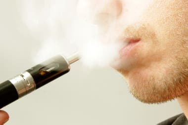 Aunque está prohibido, el 7% de los adolescentes usa cigarrillos electrónicos