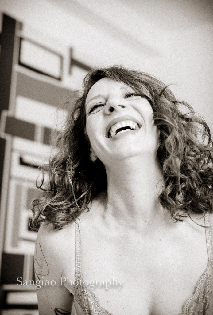 naturalidad de Boudoir en Coruña mujer sonriendo