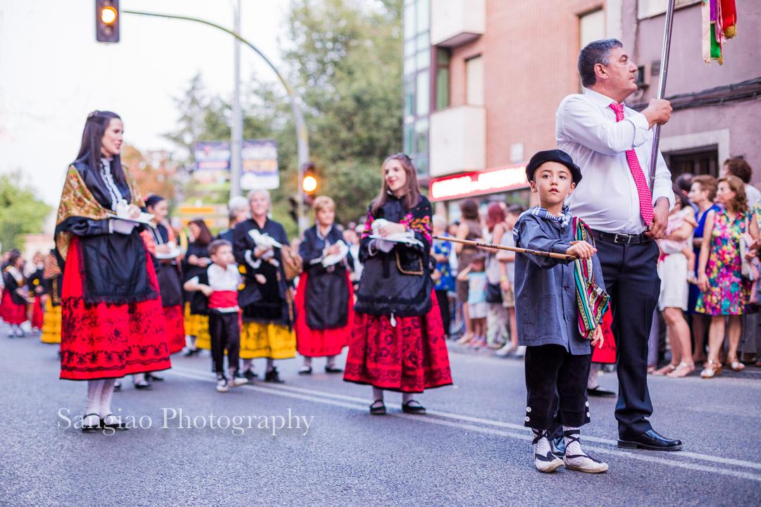 Fotografo familia con traje tradicional Guadalajara españa