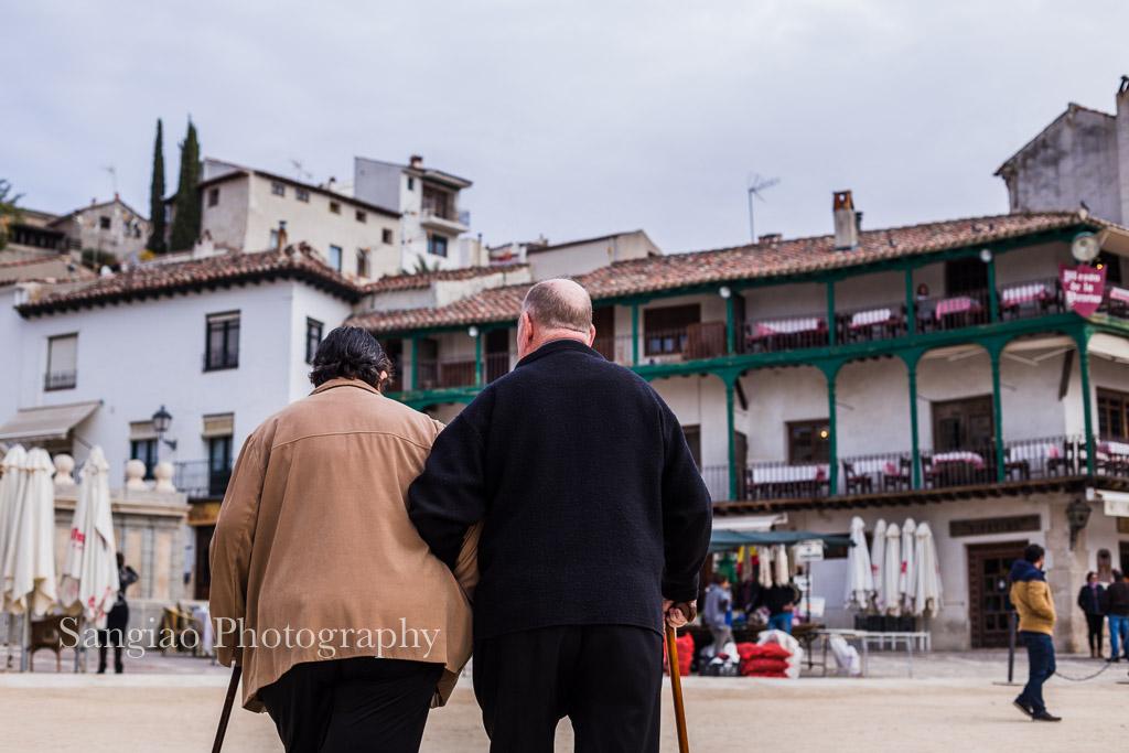 pensionistas paseando chinchón viaje madrid