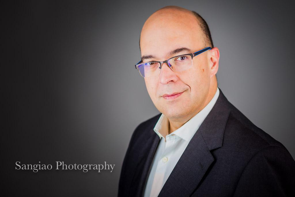 fotografía de curriculum y corporativa de hombre ejecutivo CEO