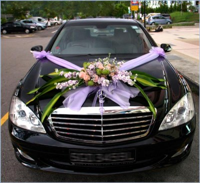 wedding car decorations with flowers