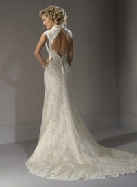 lace wedding dress with open back | Sang Maestro