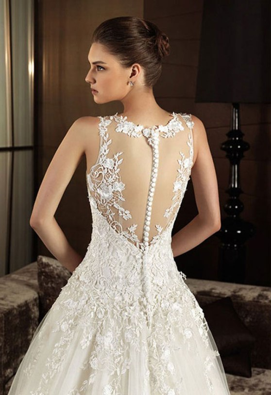 vintage lace wedding dress with open back | Sang Maestro