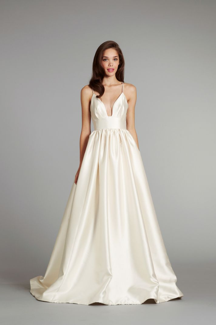 Simple ivory wedding dress with a line silhouette sang for Plain a line wedding dress