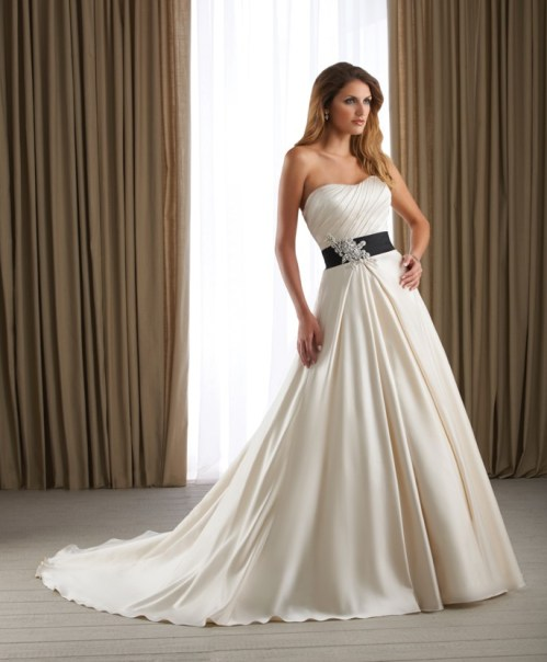 strapless a-line tulle wedding dress with black sash