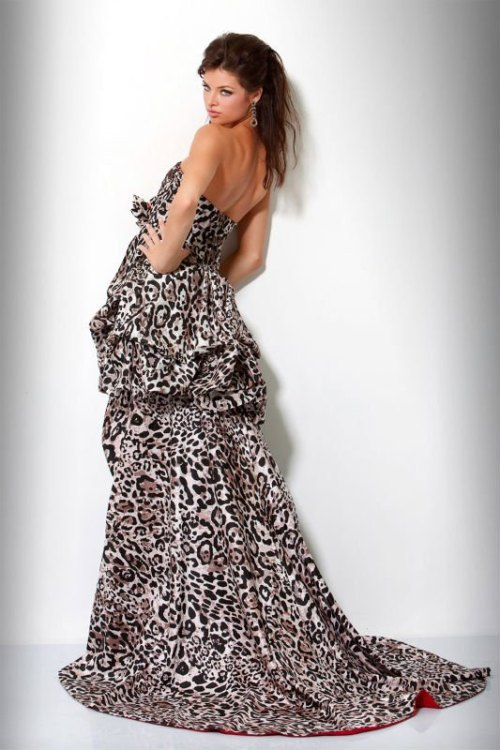 strapless wedding dress with leopard print and long train