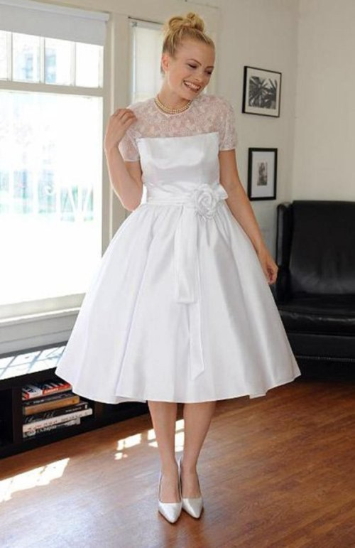 short vintage wedding dress with short sleeves