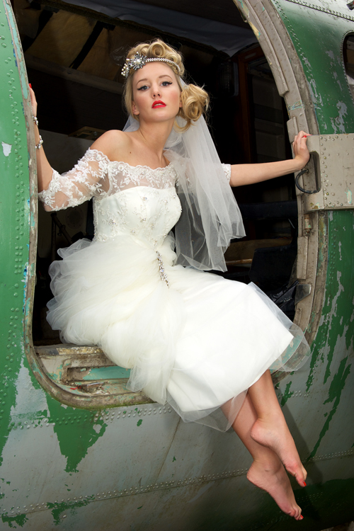 vintage lace short wedding dress with ruffles