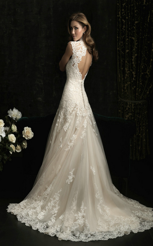 wonderful vintage lace wedding dress with open back