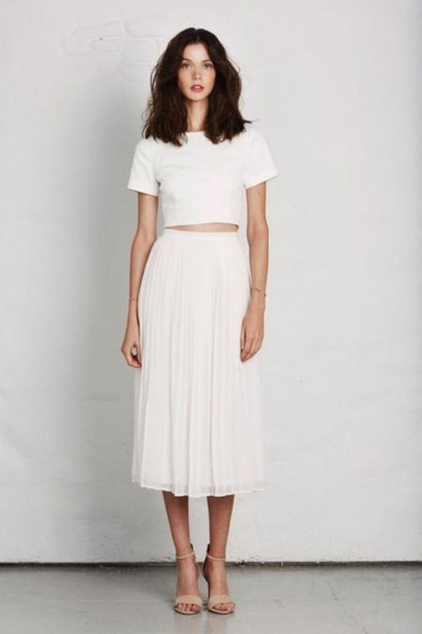 simple white spring wedding guest outfit ideas
