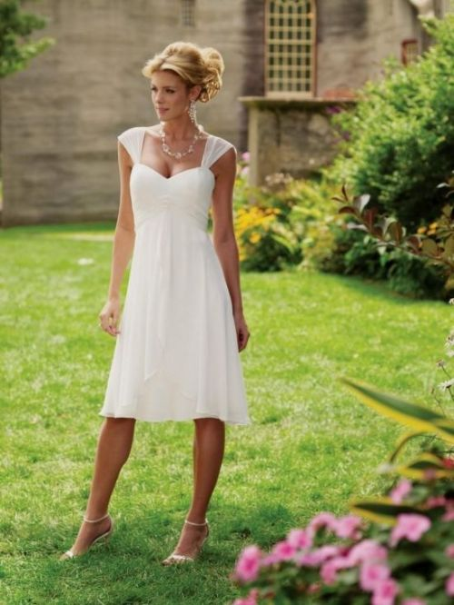 short white country wedding dress with sweetheart neckline