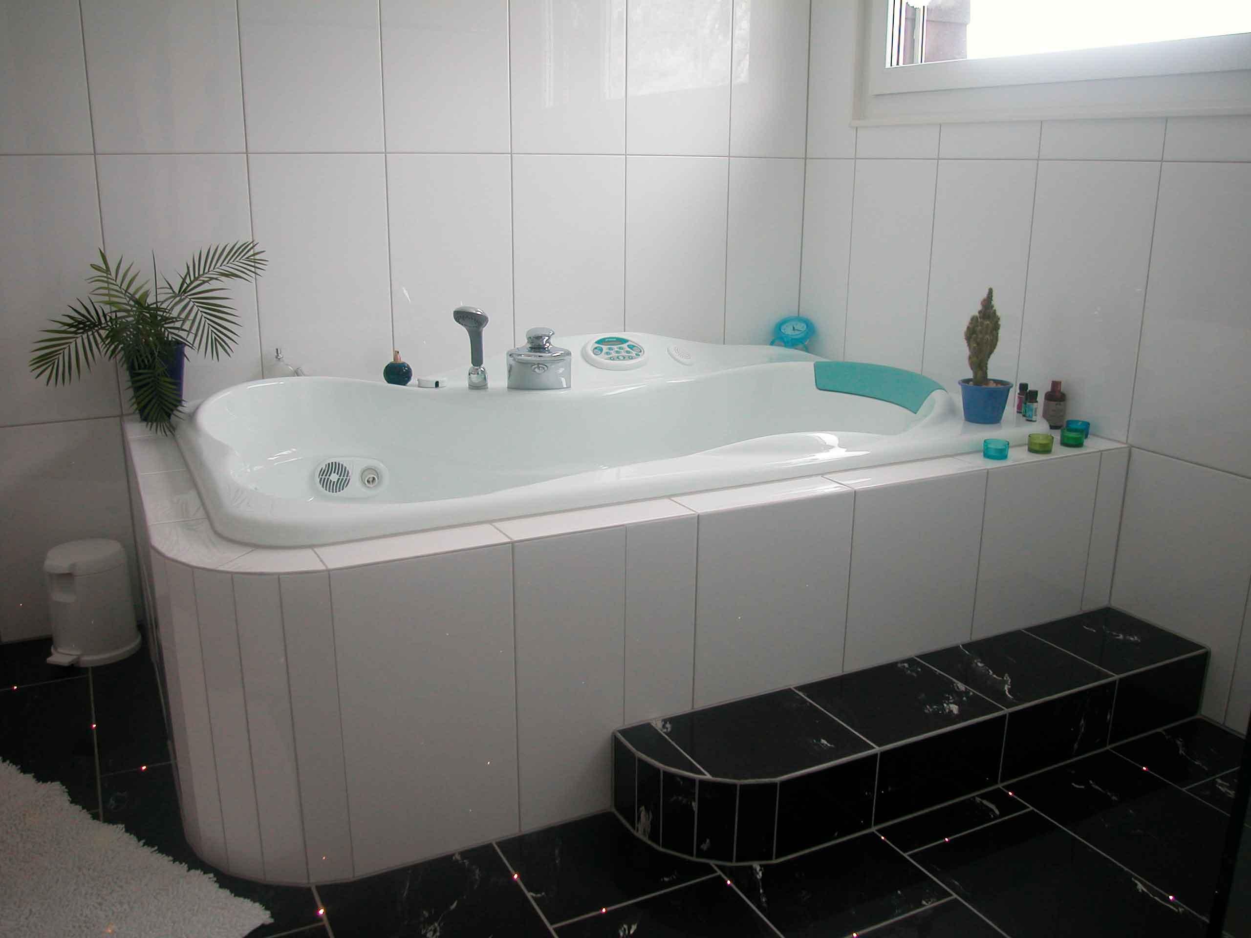 acryl badewanne einbauen anleitung silikonfuge badewanne beautiful badewanne with. Black Bedroom Furniture Sets. Home Design Ideas