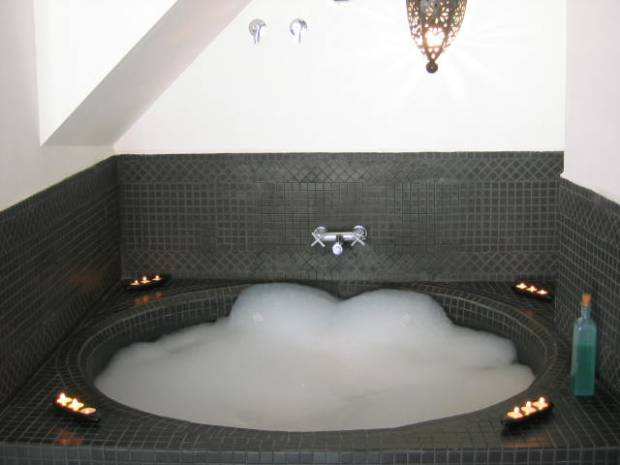 Arabic bath, apartment 2B