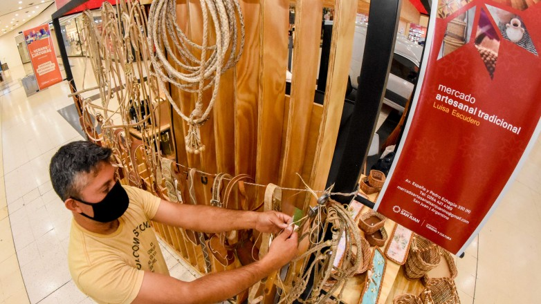 El mercado artesanal suma propuestas para el público