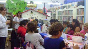 Una biblioteca con diversas propuestas para fomentar la lectura