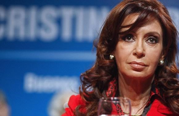 Cristina Kirchner quedó a cargo del Ejecutivo en el sur y sigue en silencio el escándalo de las vacunas y la sesión del Senado