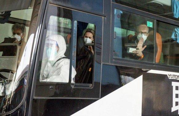 El régimen chino bloqueó la entrada de dos expertos de la OMS que llegaron al país para estudiar el origen del coronavirus