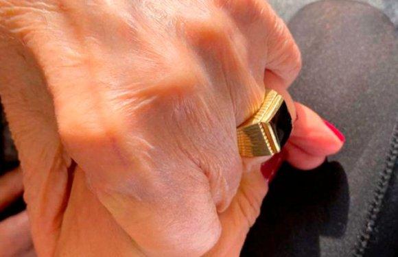 Imputaron a tres enfermeros por el robo del anillo de Carlos Menem: la familia del ex presidente ofreció una nueva recompensa