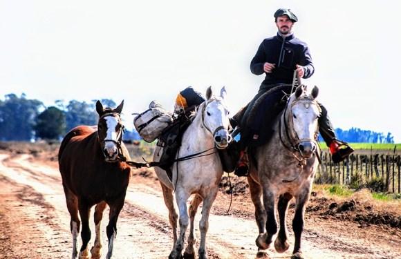 Emprendió un viaje de 9.000 kilómetros a caballo para conocer a fondo el país