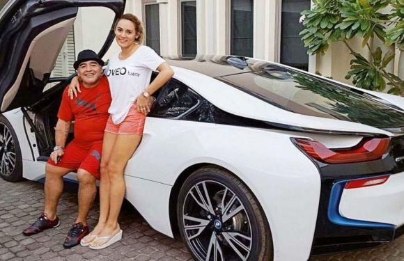 """Se subasta el BMW híbrido que Diego Maradona tuvo en Dubai: """"Con este me divierto pisándolo un poquito"""", decía el 10"""