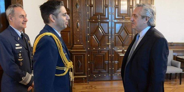 Otra irregularidad mas: El Edecán presidencial fue demorado en el aeropuerto de Ezeiza