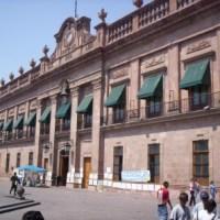 """Jefa de Recursos Humanos de Oficialía Mayor acusada de """"regalar"""" plazas laborales a cercanos"""