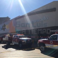 Se incendia local de comida de WalMart Tangamanga  [VIDEO]