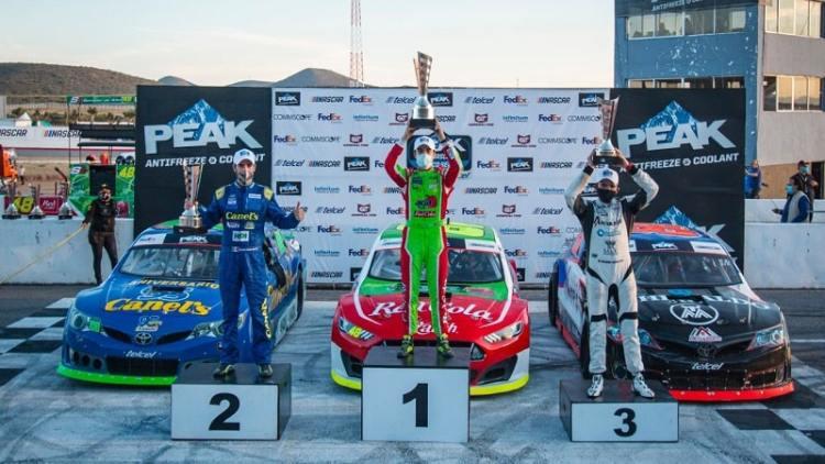 Salvador de Alba se adjudica victoria en Nascar Peak en SLP