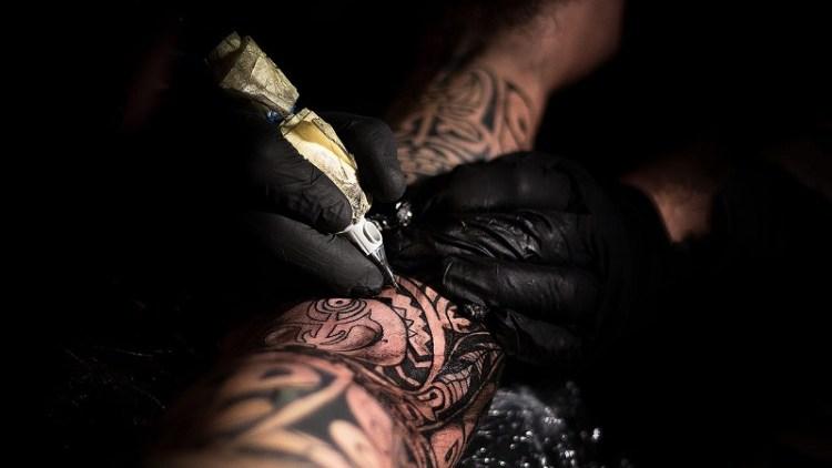 Propone diputado prohibir tatuajes y escarificaciones a menores de 18 años