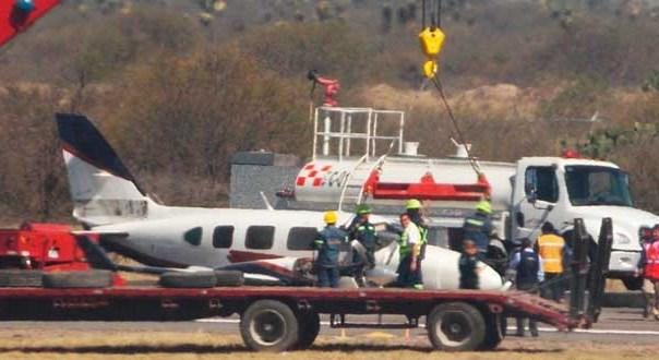 Avión aterriza de panza en el aeropuerto Ponciano Arriaga