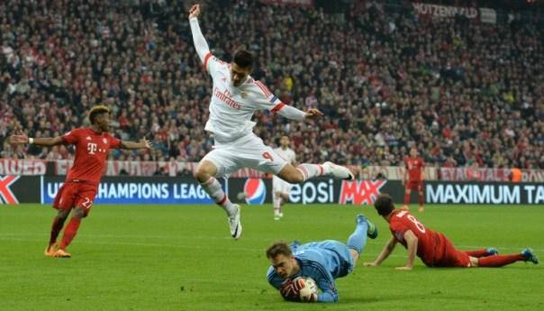 Vídeo: Les salió barato, Bayern se impone por 1 a 0 el Benfica con Raúl Jiménez en el campo