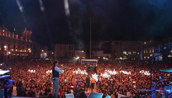 Plaza de los Fundadores Repleto, se rinde ante Caifanes en el Festival de la Cantera