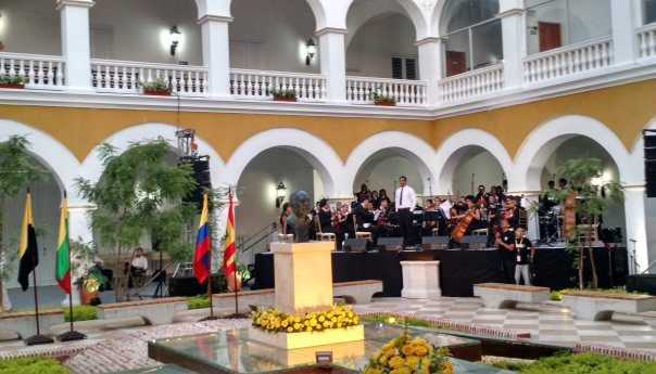 """Familia de Gabriel García Marquez entrega sus cenizas al Claustro de la Merced en Cartagena para que reposen """"para la eternidad"""""""