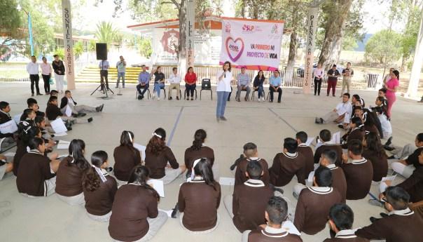 LVR arrancó campaña para jóvenes y entregó apoyos en Guadalcázar
