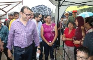 """La lluvia no fue impedimento, """"gobierno de a pie"""" llega a los magueyes"""