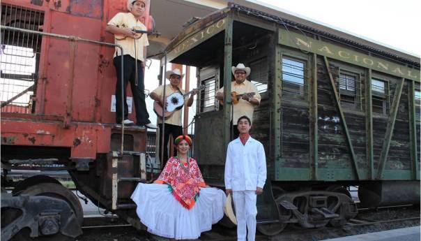 Festival a Santa Cecilia con Huapango en el Museo del Ferrocarril