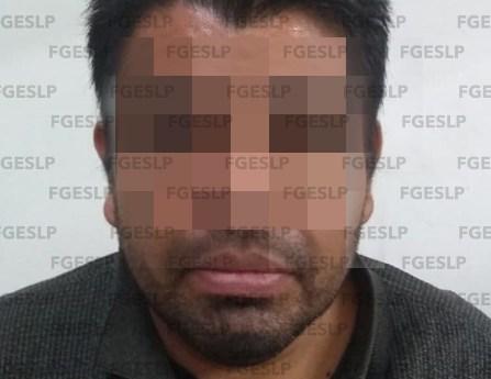 Fiscalía detiene a ex elemento policiaco por presunta violencia familiar