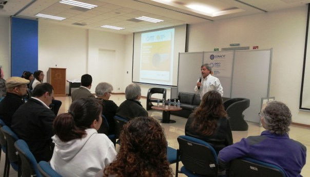 En panel de egresados, comparten retos graduados de biología molecular del IPICYT
