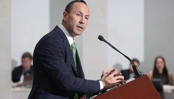 Edgardo Hernández, pide cárcel a la titular de Salud en comparecencia
