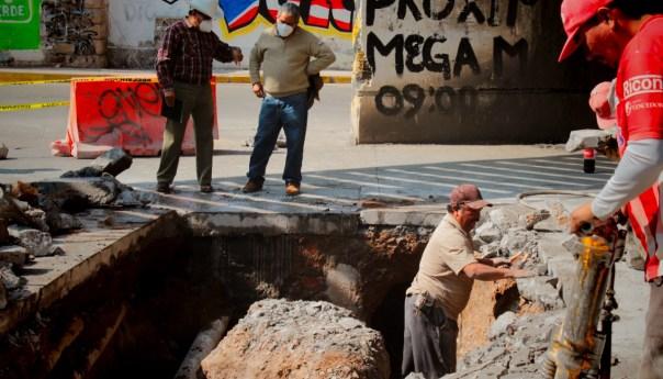 Detecta INTERAPAS cruce de redes en avenida universidad