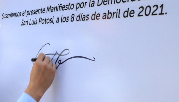 """Firma el gobierno municipal """"manifiesto por la democracia"""""""