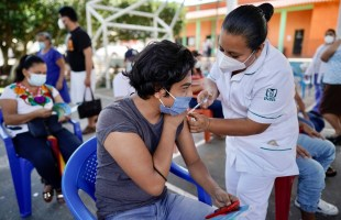 Llama IMSS a vacunarse contra COVID-19 para alcanzar mayor inmunización