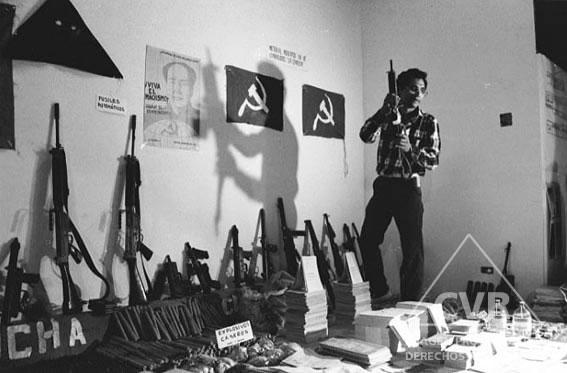 Jaime Rázuri, 1987. Material incautado en la Universidad después de operativo policial.