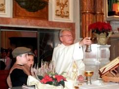 Don Martino all'offertorio