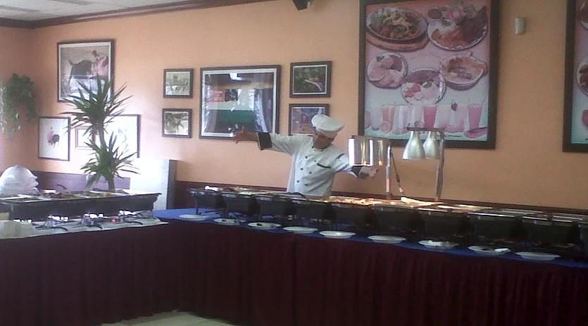 Gerardo les da la Bienvenida a San Miguel Café